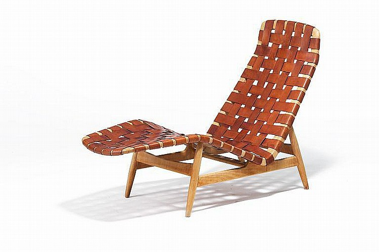 Arne Vodder: Chaise longue with beech frame. Webbing of patinated natural leather. Manufactured by Bovirke. L. 145 cm.