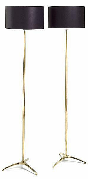 Svend Aage Holm Sørensen: A pair of brass floor lamps with three-legged base. Black fabric shades. H 147 cm. (2)