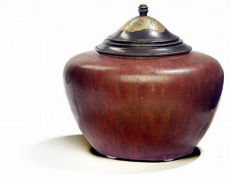 Patrick Nordström: Lidded stoneware vase. Decorated with oxblood glaze. Signed monogram, 7-7 1921, Royal Copenhagen.