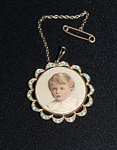 An Edwardian Turquoise Mounted Yellow Gold Locket,
