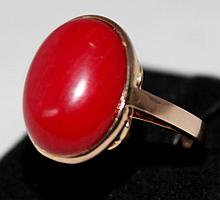 A Coral Mounted Gold Dress Ring