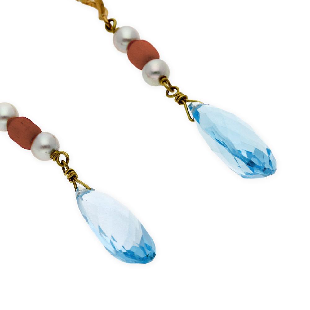 0c0ad167a192 Coloridos pendientes largos realizados en oro amarillo 18 kt. Que intercala  perlas akoya de 4