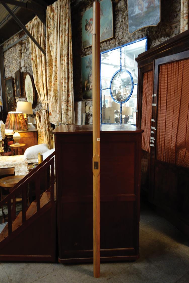escalier de biblioth que moderne en bois formant chelle. Black Bedroom Furniture Sets. Home Design Ideas