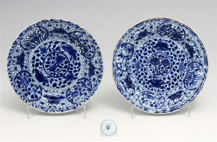 PAIR OF SMALL PLATES