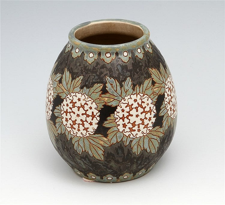 VASE FROM THE 1930S