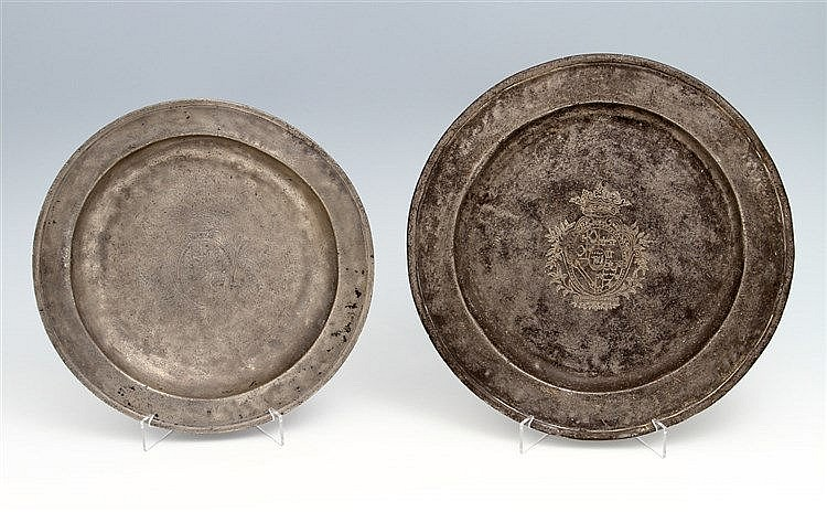 DEEP PLATE AND DINNER PLATE WITH COAT OF ARMS
