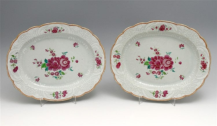 PAIR OF OVAL AND LOBED LONG PLATES