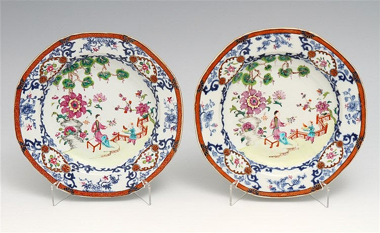 PAIR OF PLATES FUNDOS