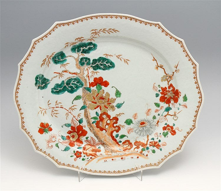 LARGE AND LOBED LONG PLATE