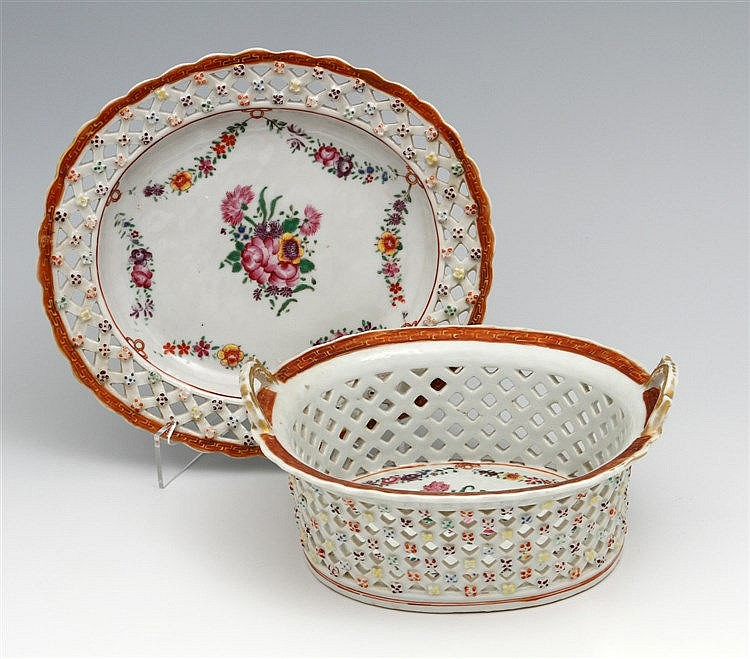LACE-STYLE BASKET WITH A LONG PLATE