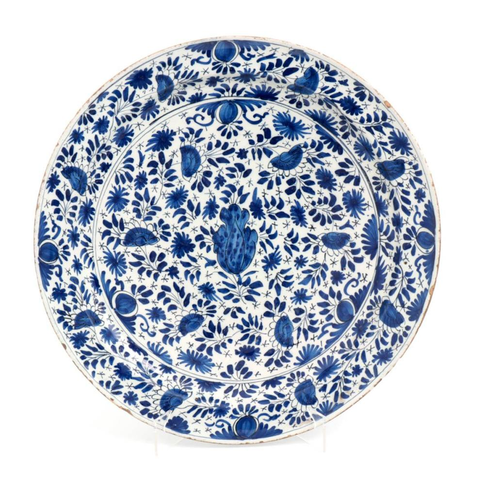 A LARGE FAIENCE DELFT PLATE