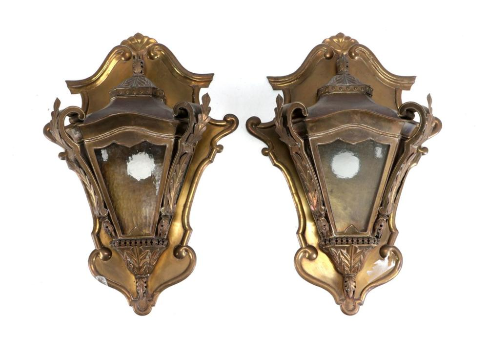 A PAIR OF WALL LAMPS