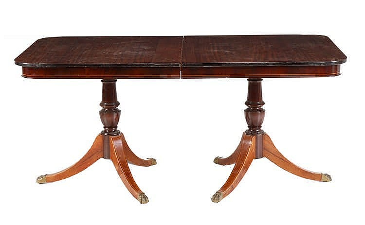 Dining room table english style for Styling dining room table