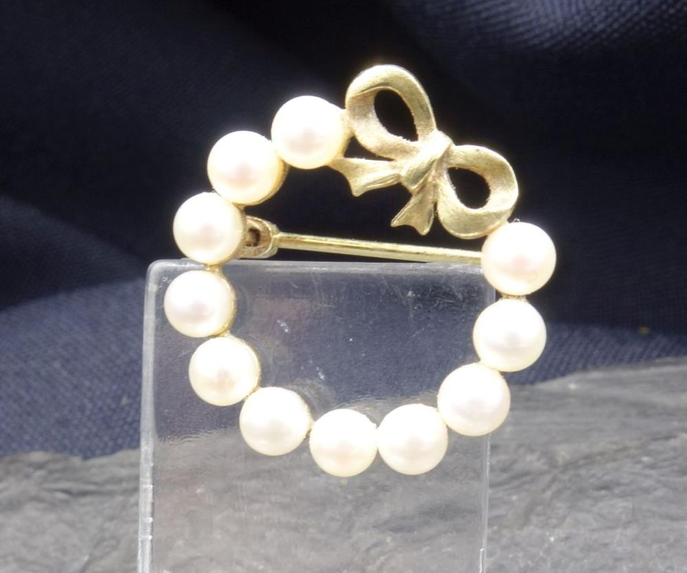 PEARL BROOCH - 8 ct. yellow gold