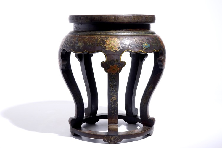 A chinese lacquered wood and cloisonne stand 20th c for Cloison stand