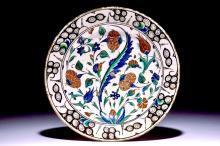 An Iznik pottery dish with polychrome design, Turkey, late 16th C.