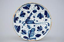 A blue and white Spanish pottery tazza with a hare Teruel 17th C., H.: 5 -
