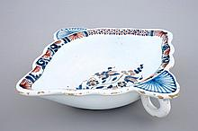 A French faience sauce boat Rouen 18th C., Dim.: 19,5x 17 cm
