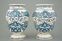 A pair of footed pharmacy France 18th C., H.: 26,5cm Origin: Probably Montp