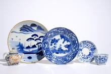 A teapot, two plates and a cup and saucer in Japanese Arita and Imari porcelain, 17/18th C.