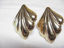 Vintage Gold-Tone Leaf Design Pierced Earrings.