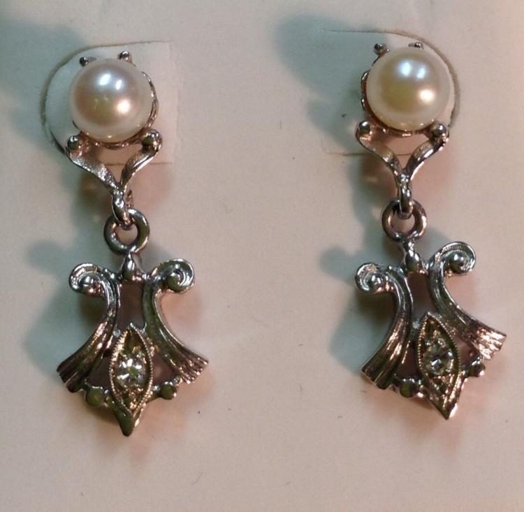 14kt White Gold Diamond Pearl Earrings