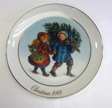 Avon Products, Christmas Memories collectible plate