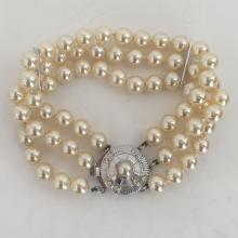 Off white color faux  round shape knotted 3 lines pearl bracelet with silver tone bars and round clasp with white rhinestones