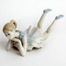 Porcelain BALLERINA GIRL statuette figurine. Length 8