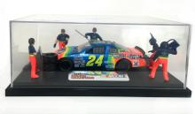 1995 - NASCAR / Racing Champions /Hendrick Motorsports - Jeff Gordon #24 - Diorama Display - DuPont Chevy Monte Carlo / 6 Man Pit Crew - In Display Case