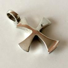 Vintage sterling silver shiny finish cross shape pendant
