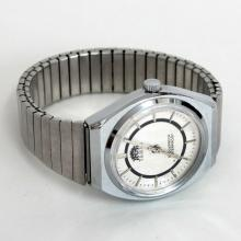 Silver tone round men's TIMEX 21 watch with stretchable bracelet