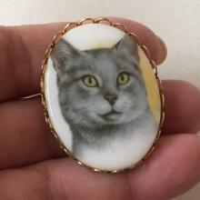 Vintage gold tone frame oval CAMEO with CAT