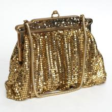 Vintage gold tone MESH WHITING AND DAVIS CO BAGS evening purse clutch with chain