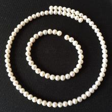 SET - Cultured white pearls on wire necklace and bracelet