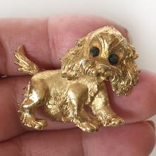 MONET: Gold plated textured COCKER SPANIEL PUPPY shaped brooch, signed