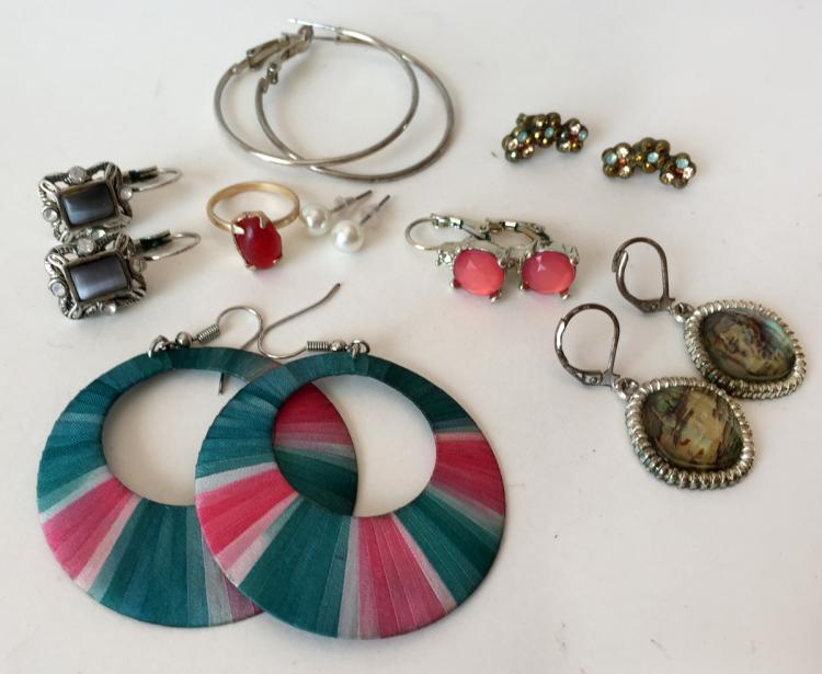 Lot of 8 vintage fashion jewelry items