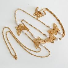 Gold plated flat BUTTERFLIES links necklace with white faux pearls