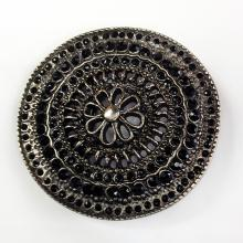 Round belt buckle with black faceted stones