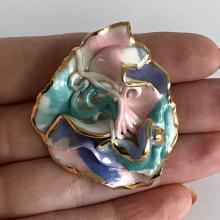 Porcelain free shape hand painted multicolor enamel brooch pendant with gold color edges