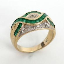 14k yellow gold diamond and emerald ring. Size 6 1/2