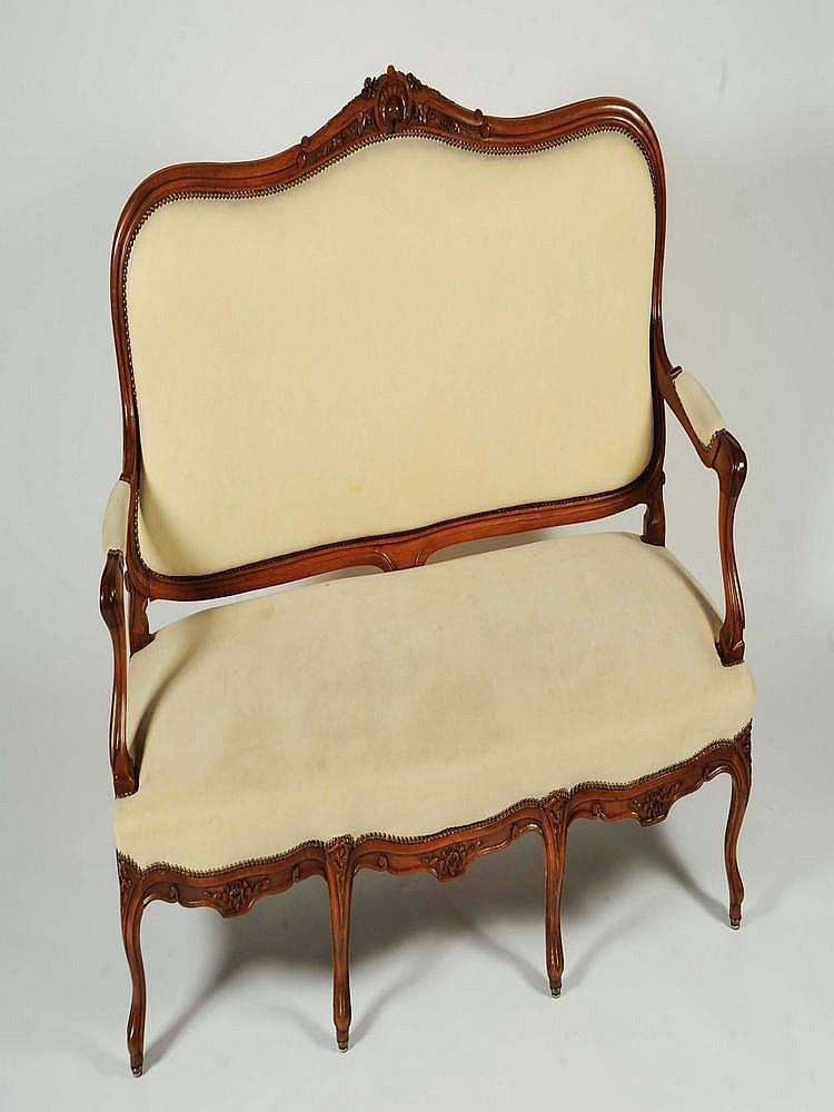 mobilier de salon comprenant trois chaises deux fauteuils. Black Bedroom Furniture Sets. Home Design Ideas