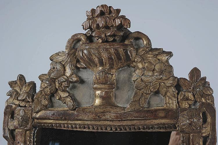 Miroir dans un encadrement en bois sculpt laqu e - Encadrement bois pour miroir ...