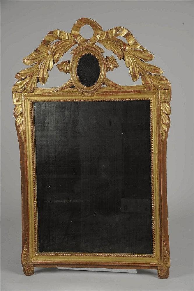 Miroir dans un encadrement en bois sculpt et dor - Encadrement bois pour miroir ...