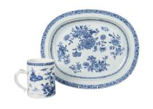 A Chinese export porcelain oval platter and mug