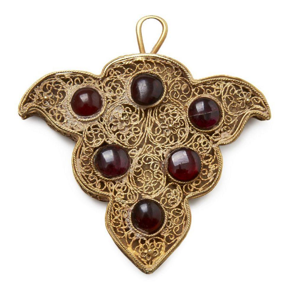 A garnet inlaid gold filigree pendant or dress ornament, Golden Horde, 13-1