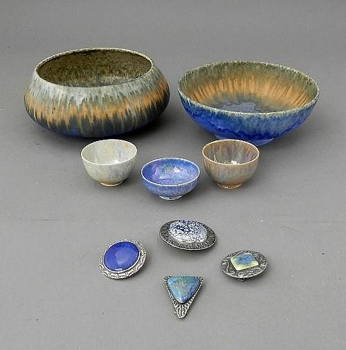 A quantity of Ruskin items, to include bowls,