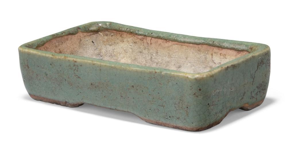 A Japanese stoneware celadon rectangular jardiniere, early 20th century, 12cm wide 品相報告 Con