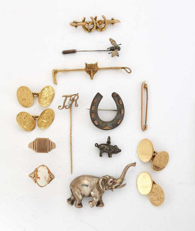 A group of jewellery, including: a pair of 18ct. gold cufflinks the oval panels with engraved crest, to chain-link connections, 18.6g; a pair of 18ct. gold, cufflinks with foliate engraved oval panels to chain-link connections, Birmingham hallmarks, 1961, 11.0g; a gold signet ring, 4.4g; five various bar brooches, gross weight 13.8g; a shell cameo ring; a diamond single stone dress stud, a gold dress stud; a fly stickpin; a diamond single stone initial stickpin; a 19th century silver horseshoe brooch; an elephant brooch; and various oddments (a lot)