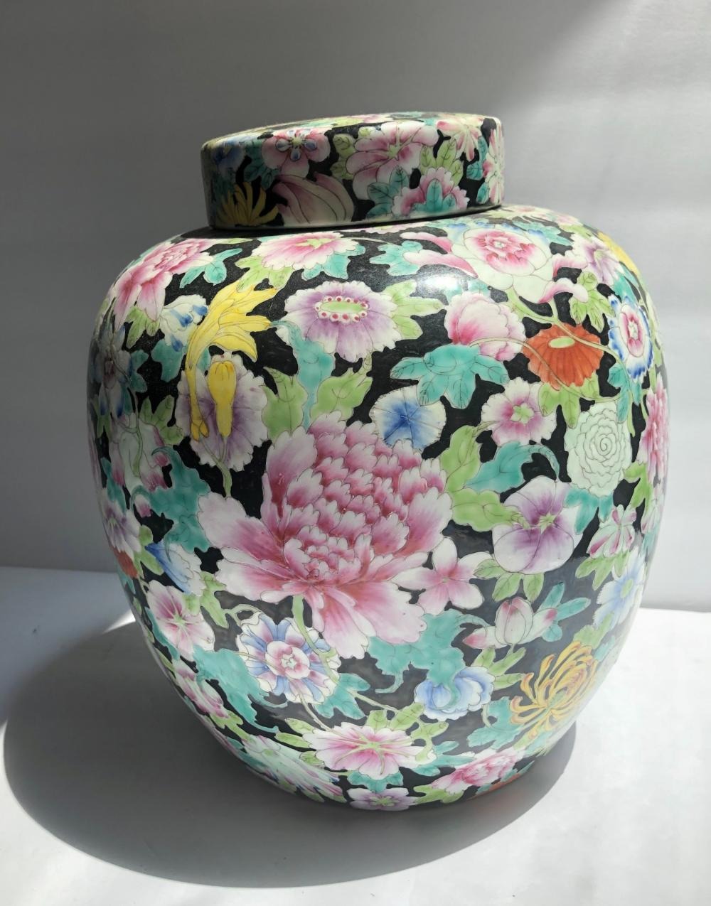 Antique Chinese Thousand of Flowers Pot